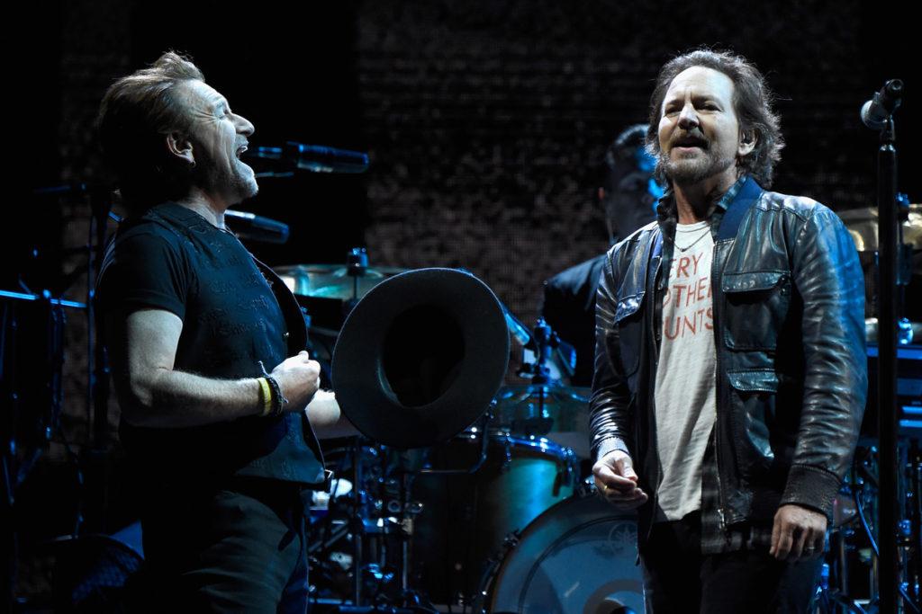 U2: Bono e Eddie Vedder